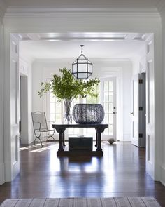 In Good Taste: Mark Cunningham Interiors Architectural Digest, Connecticut, Georgian Mansion, Colorful Apartment, Entrance Hall, Entrance Ideas, Entry Hallway, House Entrance, Interior Design Living Room