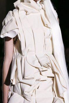 Layered Folds fashion details; fabric manipulation; textures // Comme des Garçons