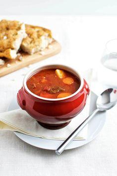 Gullash (eller gulyás, som det hedder på ungarsk) er oprindeligt en suppe baseret på oksekød, paprika, løg, kartofler og vand.