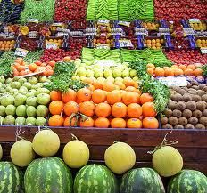 We all know that fruits and veggies are important part of our healthy diet, but did you know that fruits and vegetables can be awesome healthy treats for your dogs? Health Tips, Health And Wellness, Health Benefits, Health Goals, Health Matters, Healthy Fruits And Vegetables, Vegetables List, Arthritis Diet, Eating Fast
