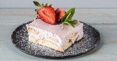 Strawberry tiramisu by Greek chef Akis Petretzikis. A unique tiramisu recipe made with strawberries instead of coffee! A super quick, easy and light dessert! Greek Sweets, Greek Desserts, Light Desserts, Greek Recipes, Strawberry Tiramisu, Tiramisu Recipe, Cupcake Cakes, Cupcakes, Food To Make