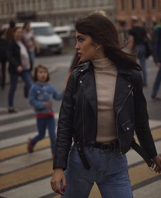 The womens motorcycle style jacket has everything that is needed in a leather jacket and even more. Winter Fashion Outfits, Look Fashion, Winter Outfits, Fashion Tips, Leather Jacket Outfits, Leather Leggings, Leather Jackets, Moda Vintage, Cute Casual Outfits