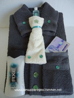 Another new creation of the popular towel shirts, the ideal gift . Another creation of the popular towel shirts, the ideal gift for men. Contents: 1 hand towel 100 x Diy Gifts For Dad, Jw Gifts, Craft Gifts, Baskets For Men, Gift Baskets, Towel Animals, Towel Cakes, Gift Cake, Fathers Day Crafts