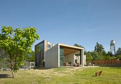 Amöbe für Hippies - Minihaus in Kalifornien von Mork-Ulnes Architects Building A Pool, Building A House, Building Ideas, Butterfly Roof, Recycling, Wooden Barn, Timber Cladding, Small Buildings, Garden Studio