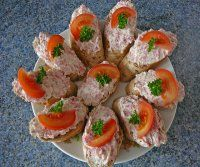 RECEPTY | Mimibazar.cz Appetizer Sandwiches, Appetizers, Czech Recipes, Ethnic Recipes, Bread Rolls, Food 52, Party Snacks, Charcuterie, Sushi