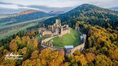 #praveslovenske - Zborovský hrad - Zborovský hrad alebo Makovica je zrúcanina hradu blízko obce Zborov v okrese Bardejov. Najstaršie zmienky o hrade pochádzajú zo začiatku 14. storočia. V rokoch 1364  1470 bol majetkom Cudarovcov po ich vymretí daroval kráľ Matej panstvo Rozgonyiovcom ktorí tu sídlili do roku 1512. Po nich prešiel do vlastníctva Tárczayovcom ktorým patril do roku 1548. Serédyovcom patril v rokoch 1548  1601. V roku 1601 hrad kúpili Rákociovci. V období stavovských povstaní…