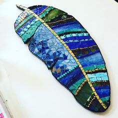 Blue mosaic feather handmade by mosaic artist Kelly Tayler - Modern Mosaic Artwork, Mirror Mosaic, Mosaic Glass, Glass Art, Stained Glass, Mosaic Wall, Sea Glass, Mosaic Birds, Mosaic Flowers