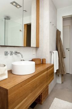 neutrals and wood in bathroom