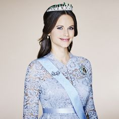 Pregnant Princess Sofia of Sweden dons lace and emeralds in new official portrait