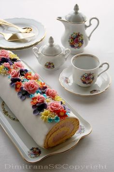 Don't you love it when the cake matches the tea service