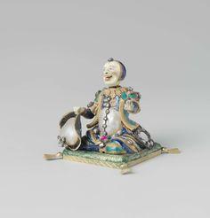 Anonymous | Harlekijn, Anonymous, before 1725 | Beeld van goud met email, barok-parels en edelstenen, voorstellende een harlekijn met een beweegbaar hoofd. In zijn rechterhand heeft hij een hoed, in de linker een spiegel.