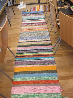 Traditional Finnish hand made loom rug. Rag Rugs, Loom Weaving, Loom Knitting, Scandinavian Style, Floor Rugs, My Dream Home, Floors, Pattern Design, Arts And Crafts