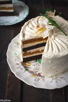 Spiced pumpkin and chocolate cake with maple cinnamon mascarpone frosting   This cake boasts all gorgeous flavours of autumn