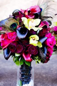 Peacock wedding theme - bold wedding colors - Afloral, photo credit: Wedding and Party Network