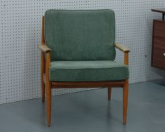 Thieved - Russel Wright designed Lounge Chair for Conant Ball