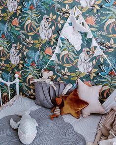 This majestic Savuti Wallpaper forms part of Cole & Son's Ardmore Collection. It features a large scale design of baboons, chameleons, hoopoes and hornbills amongst flowers and foliage. Cole And Son Wallpaper, Kids Wallpaper, Original Wallpaper, Animal Wallpaper, Pattern Wallpaper, Cool Kids Bedrooms, African Traditions, Tropical Wallpaper, Scale Design