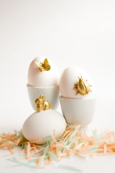 Gold Animal Easter Eggs DIY – Holiday Craft Ideas – Grandcrafter – DIY Christmas Ideas ♥ Homes Decoration Ideas Easter Table, Easter Party, Easter Egg Dye, Gold Easter Eggs, Diy Ostern, Gold Diy, Gold Gold, Gold Glitter, Easter Crafts