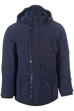 Soepel gewatteerde blauwe parka van Armani Jeans. De jas heeft een afneembare capuchon. Er bevinden zich twee grote klepzakken en twee steekzakken aan de voorkant en een binnenzak. De mouwen worden afgesloten met tricot boorden. Langs de rits met knoopsluiting loopt een band die doorloopt over de capuchon met het Armani Jeans logo.
