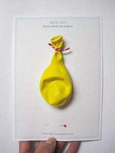 uitnodiging gele ballon met speld