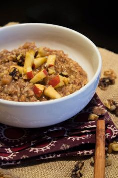 Apple Cinnamon Slow Cooker Oatmeal by Jackie Cooks