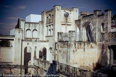 El #Carmen de la Fundación Rodríguez-Acosta fue declarado como #monumento nacional en 1982. #architectureMW Granada, Notre Dame, Building, Travel, Museums, Gardens, White People, Viajes, Grenada