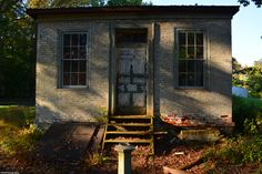 Front of a pump house on the old Logan's Estate.