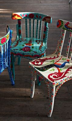 Upcycled wooden chairs, covered with vibrant flowers, foliage and birds. Hand painted in Northern India by local craftspeople on a fairtrade basis. Inspiring!