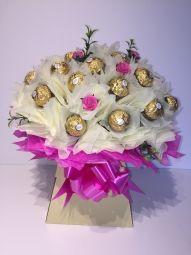 Deluxe Ferrero Rocher Chocolate Bouquet in Cream/Hot Pink Ferrero Rocher Bouquet, Ferrero Rocher Chocolates, Chocolate Lindt, Chocolate Bouquet, Sweet Trees, Candy Flowers, Edible Arrangements, Handcrafted Jewelry, Handmade