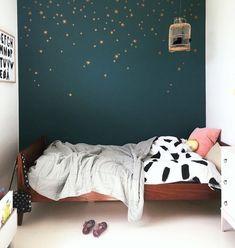 modern girl bedroom decor with green wall and modern wall decor, minimalist girl room decor Trendy Bedroom, Girls Bedroom, Bedroom Decor, Star Bedroom, Bedroom Green, Boy Room, Girl Rooms, Nursery Room, Girl Nursery
