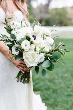 Classic Bridal Bouquet, Elegant Wedding Bouquet, Timeless Floral Inspiration, White and Green Weddin Poppy Wedding Bouquets, Anemone Wedding, Anemone Bouquet, White Wedding Flowers, Bride Bouquets, Bridesmaid Bouquet, Floral Wedding, Ranunculus, Green Wedding