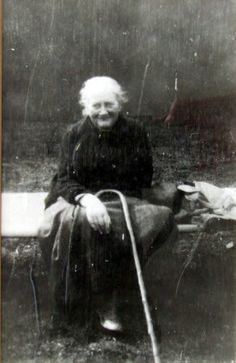 [Helen] Beatrix Potter, Mrs William Heelis left acres of Lake District land land, 16 farms, cottages and herds of cattle and Herdwick sheep to the British National Trust. Images Vintage, Vintage Photographs, Peter Rabbit, Women In History, British History, Famous Women, Famous People, Cumbria, People Of Interest