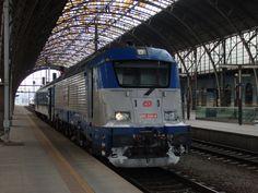 380 020-8 lehce pokropená sněhem ve stanici Praha hl.n. Foceno dne 28.1. 2014.