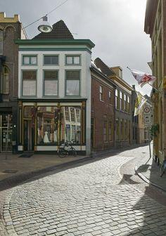 Grote Kromme Elleboog, zicht op de A-Kerkstraat, 2008. Links Grote Kromme Elleboog 14. Deel van beschermd stadsgezicht, gemeentelijk monument in Groningen (City) - Holland