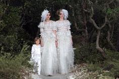 Mariage pour tous, la haute couture s'engage et se prépare.