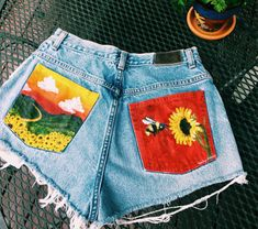Jan 2019 - I need to do stuff like this 😩 Go thrifting and then decorate all the boring jeans and shorts 😩 Painted Shorts, Painted Jeans, Painted Clothes, Diy Clothes Paint, Clothes Crafts, Diy Clothing, Custom Clothes, Diy Clothes Vintage, Customised Clothes