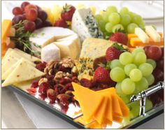 Appetizers for party display southern living 38 Ideas Bread Appetizers, Appetizers For Party, Appetizer Recipes, Dinner Parties, Party Snacks, Cheese Fruit, Meat And Cheese, Food Platters, Cheese Platters