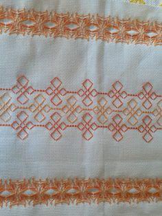 Swedish Weaving Patterns, Swedish Embroidery, Cat Cross Stitches, Hello Kitty Wallpaper, Bead Loom Patterns, Bargello, Christmas Cross, Loom Beading, Fun Crafts