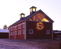King Post Truss barn by Yankee Barn Homes