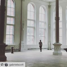 this is what I consider G O O D  BONES ...#architecturelovers #architecture #inter#interiors #details #wow #beautiful #instaarchitecture #instago #instafollow #instadesign #Repost . . #Repost @gabrielscott this is what I consider G O O D  BONES ...#eeid #architecturelovers #architecture #inter#interiors #details #wow #beautiful #instaarchitecture #instago #instafollow #instadesign #Repost . . #Repost @gabrielscott Interior Styling, Interior Design, Vogue Living, Furniture Placement, Elle Decor, Modern House Design, Home Living Room, My House, New Homes