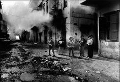 Lebanon civil war, young Christians with the body of a Palestinian girl, Beirut, Lebanon, 1976 2006 © Don McCULLIN (CONTACT PRESS IMAGES)