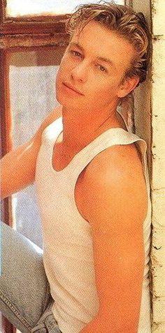 A Young Simon Baker Oh my god #Simon Baker #actor #mentalist