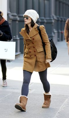 """Sandra Bullock Photos Photos - Tuesday February 15, 201. Sandra Bullock, wearing a camel colored coat and Ugg boots, heads to the gym in New York City. The """"Blind Side"""" Oscar-winning actress , 46, stayed lowkey in aviator sunglasses and a knit beanie. - Sandra Bullock Goes to the Gym"""