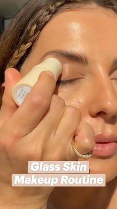 Natural Glam Makeup, Simple Makeup, Cream Highlighter, Glass Skin, Makeup For Brown Eyes, Everyday Makeup, Makeup Routine, All Things Beauty, Skin Makeup