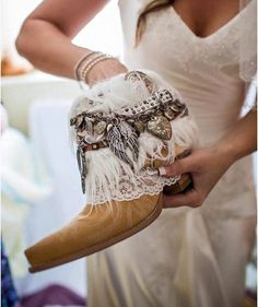 Custom BRIDAL Upcycled vintage COWBOY BOOTS por TheLookFactory