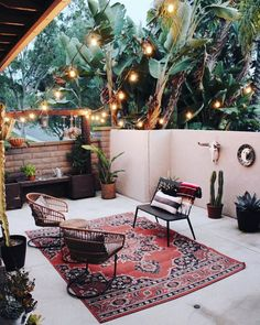 unordinary apartment living room decorating ideas on a budget 13 ~ Home Design Ideas Outdoor Spaces, Outdoor Living, Living Room Designs, Living Room Decor, Room Decor For Teen Girls, Interior And Exterior, Interior Design, Apartment Living, Apartment Plants
