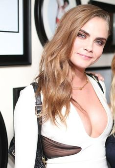 A bit weird right? Cara Delevingne, Beautiful Celebrities, Beautiful Actresses, Gorgeous Women, British Actresses, Hollywood Actresses, Angry Girl, Elegantes Outfit, Mannequins