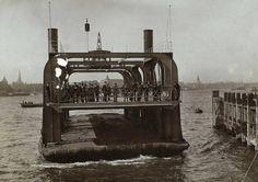 In 1911 wordt een Wagenveerdienst over de Maas in Rotterdam geopend.