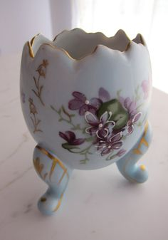 Hand-painted vintage mid century Japanese porcelain egg vase, a beautiful boudoir decor accent piece. Porcelain Jewelry, China Porcelain, Painted Porcelain, Porcelain Ceramics, Incredible Eggs, Vintage Egg Cups, Swarovski, Egg Holder, Egg Crafts
