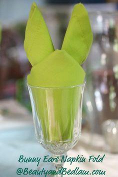Bunny Napkin Fold #napkinfold #serviette #decoration de table sur notre site: http://www.feezia.com/
