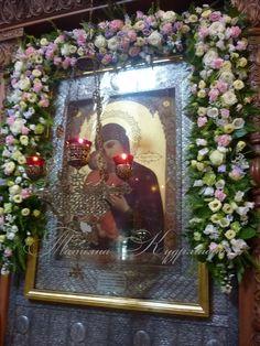 Church Flowers, Mother Mary, Christian Art, Altar, Holi, Christianity, Flower Arrangements, Frame, Garden